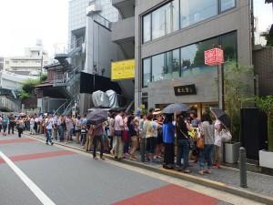 開幕前就吸引超過百人在店門口排隊