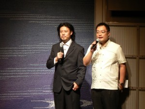 台北演奏家聯盟音樂總監周恭平(左)致詞