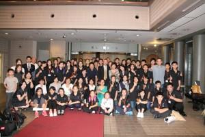群馬台灣總會成員和參與演出的學生們合影