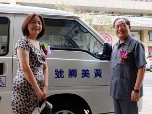 世華総会日本分会新垣旬子副総会長(左)と張通栄基隆市長