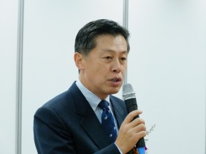 交流協会岡田健一総務部長