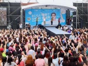 イベント開始直前にはダンサーの大目老師から「甩手舞」のレクチャーが行われた