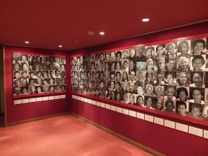 館內入口放了155位台灣、菲律賓、韓國、中國等地的慰安婦被害者照片