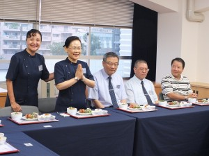 左起:慈濟日本分會執行長張秀民、慈濟加拿大分會執行長何國慶伉儷、日本分會總責任者陳金發、日本僑領詹德薰