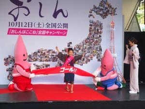上戶彩特地在終點等待巡迴19個都道府縣,進行宣傳的濱田茲音抵達最後一站東京