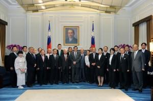 總統馬英九與「九州經濟連攜推進機構」參訪團一行人合影 (照片提供:總統府)