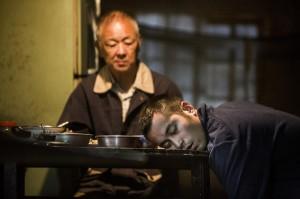 電影《失魂》由張孝全(右)和資深影星王羽(左)主演