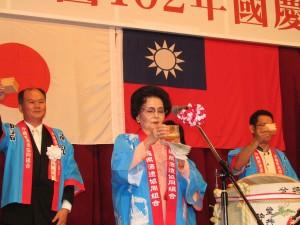中琉協會副會長長濱文子帶領與會貴賓乾杯