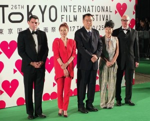 此屆東京國際影展競賽片評審團,左起:導演克里斯‧韋滋、韓國女星文素利、擔任評審長的中國導演陳凱歌、日女星寺島忍和製作人克里斯‧布朗