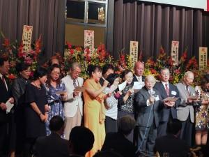 千葉縣中華總會成員上台大合唱