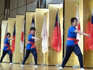 大阪中華學校同學表演武術螳螂拳