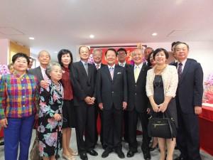 在日僑領、駐日代表處代表沈斯淳伉儷與專程從台灣遠道而來參加東京媽祖廟安座大典的賓客合影