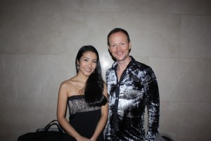 ハープ奏者、彩愛玲(サイ・アイリン)とアメリカ人のパーカッション奏者クリストファー・ハーディ