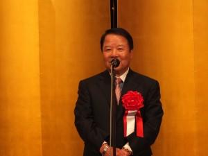 帝国ホテルでの安座式典祝賀会で挨拶する東京媽祖廟詹德薰董事長