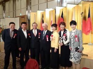 蔡處長伉儷與大阪議員合影