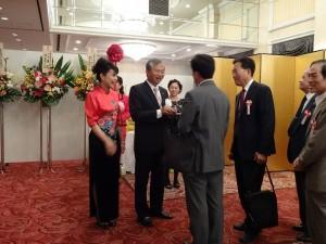 駐大阪辦事處處長蔡明耀伉儷迎接各界嘉賓