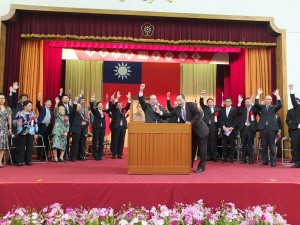 在東京華僑總會名譽會長莊海樹的帶領下,大家一同為中華民國祝賀國慶,高喊萬歲