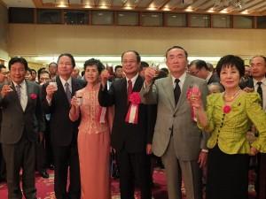 賓客舉杯祝賀中華民國建國102年