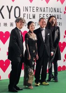 台灣電影《打狗舞》由導演何文薰(左2)和該片韓國導演及製片一同走上星光大道