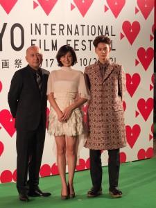 星光大道上另一個受人注目的是演出電影《純靜柔軟的心》的岡田將生(右)和長澤雅美(中),圖左為導演新城毅彥