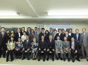 日本僑會領袖參與座談會後,與僑務委員長陳士魁(前排右4)合影