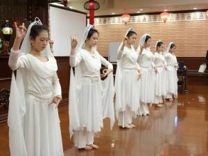 大阪中華學校舞蹈社表演千手觀音