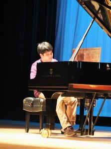 電影放映後,黃裕翔現場演奏鋼琴