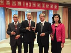 左起為:日本中華聯合總會會長毛友次、駐日代表沈斯淳、日本交流協會理事長今井正、駐日代表夫人林則媛