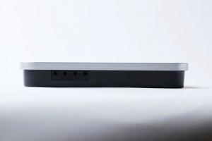 R-Talk 800EX(側面)薄さ3.3cm、重さ約600g