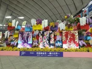日本著名花道家假屋崎省吾以蘭展的主題「都市中的樂園」為題,創作出的作品