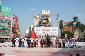 當天封街遊行的重頭戲之一,便是為仿吳明捷選手的雕像揭幕(照片提供:嘉義市政府)