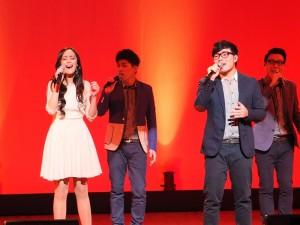 舞思愛(左1)和玩聲樂團首次合作,獻唱《忘了我是誰》