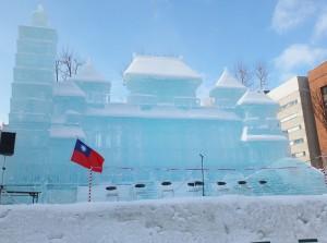 今年以「台灣─傳統與現代」為主題,設計出台北101、故宮和高鐵造型冰雕作品