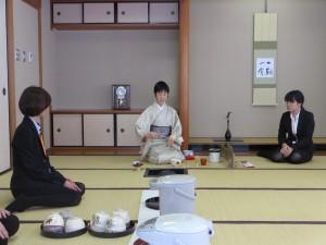 日本文化「お茶」についての指導を受ける