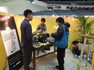 台灣阿里山產的咖啡,獨特的香味讓不少買家聞香駐足