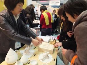 日本客人對台灣設計的花神籤靈感到興趣