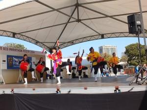 開幕儀式上請來琉球的太鼓表演團體為跑者加油