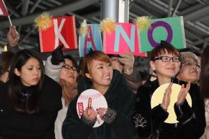 邊有許多影迷不畏寒冷的天氣,到現場為《KANO》演員加油打氣(照片提供:威視)