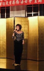 旅日歌手寒雲演唱歌曲,為活動節目帶來高潮