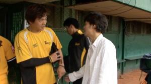 中信兄弟の彭政閔選手(左)