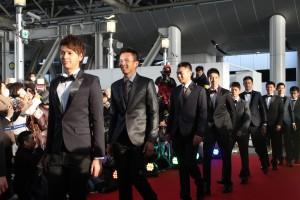電影中的球員小將穿上西裝,帥氣步上紅毯(照片提供:威視)