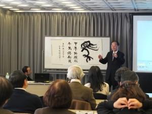 台灣書法大師張炳煌,受邀到日本為喜愛書法的日本民眾介紹台灣書法發展