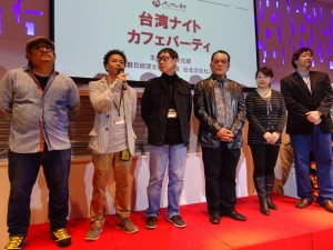 「看見台灣」導演齊柏林(右一)、「戰酒」導演唐振瑜(右三)、左起「阿嬤的夢中情人」導演北村豊晴與蕭力修