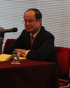 講演を行う台北駐日経済文化代表処の代表・沈斯淳駐日代表