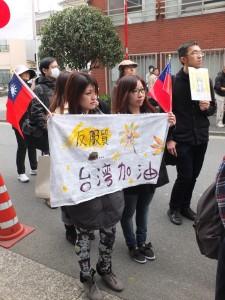 透過網路關心相關事件發展的情況,目前在日本工作的賴小姐和Candy,希望在日本也能為台灣發聲