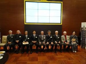 駐大阪辦事處處長蔡明耀與理事們合影
