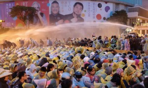 第4原発建設停止を求め数万人規模のデモが行われた