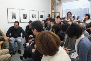 會場擠滿許多攝影愛好者,聽張照堂描述他的攝影世界觀