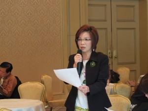 理事陳玉櫻針對商會法人化一事,在會中提出疑問,透過幹部的解說,讓商會法人化愈趨明朗