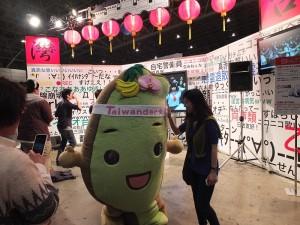 有許多日本民眾搶著跟「台灣達」合照